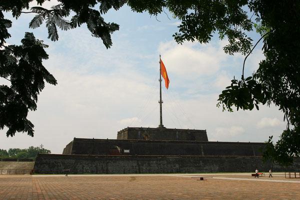 Kaiserstadt Hue - trotz vieler sichtbarer Wunden des Vietnamkrieges strahlt sie würdevoll Ruhe und Gelassenheit einer traditionsreichen Stadt aus