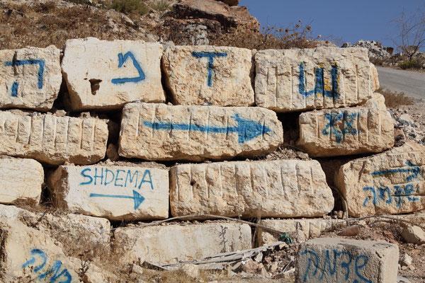 Die Kennzeichnung einer neu entstehenden illegalen Siedlung