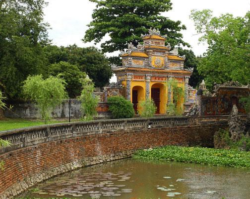 mit wundervollen, harmonisch angelegten Gärten