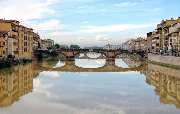 Santa Trinita´-Brücke - sie gilt als eine der schönsten Brücken Italiens und wird zu den elegantesten Konstruktionen Europas gezählt.