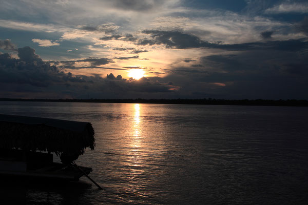 Sonnenuntergang am großen Amazonas