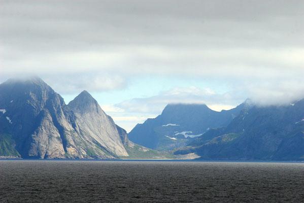 weiter gehts durch die wunderschöne Bergwelt Norwegens