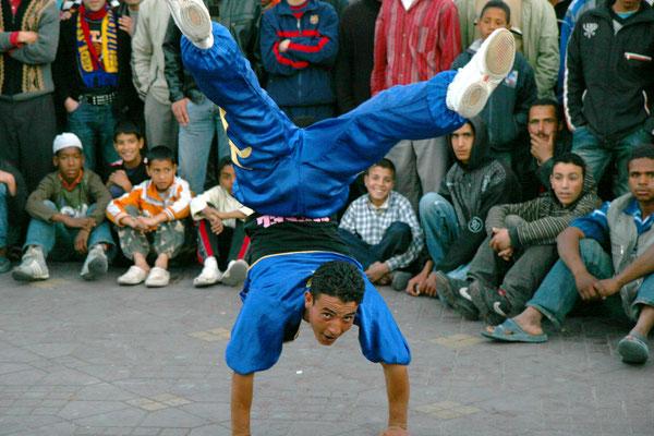Akrobaten am Place Jemaa el-Fna