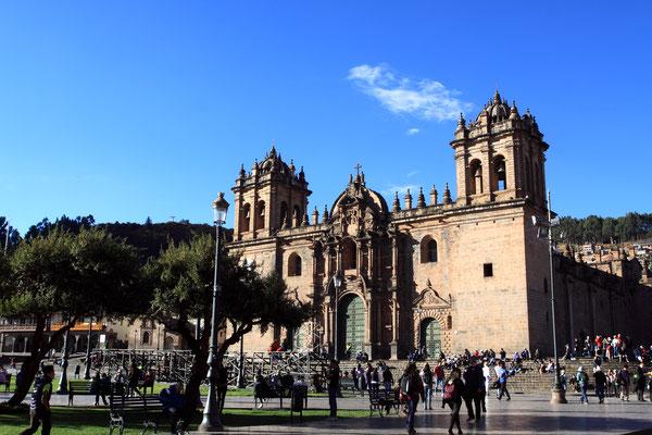 Da die Spanier alles eingeschmolzen haben, ist dies natürlich alles verschwunden. Geblieben sind jedoch die kolonialen Kirchen, die die Eroberer anstelle der Inkatempel errichteten.