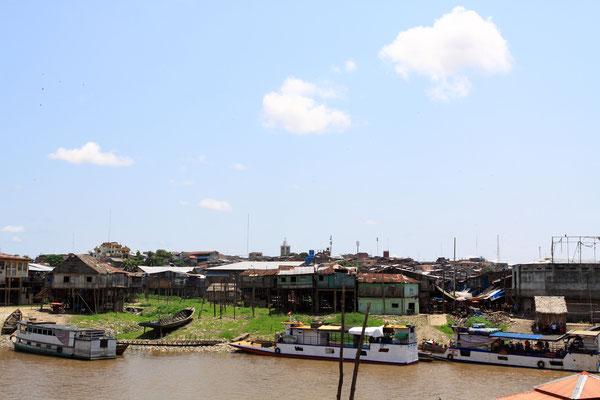 Der Amazonas ist die Lebensader der Region und noch immer können Schiffe bis 3000 BRT in den Hafen einlaufen.