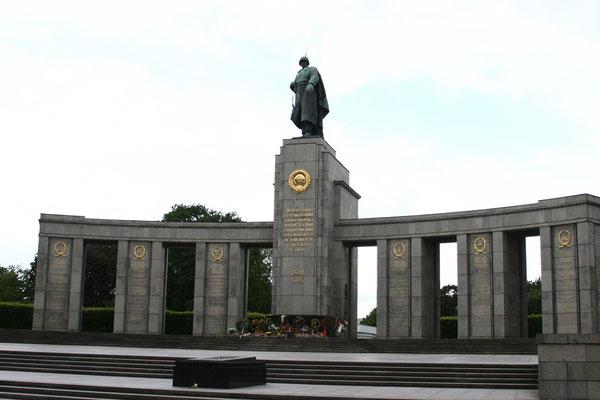 Sowjetisches Ehrenmal an der Straße des 17. Juni