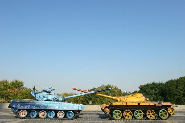 Heute spielen Kinder auf den Kampfpanzern von einst.