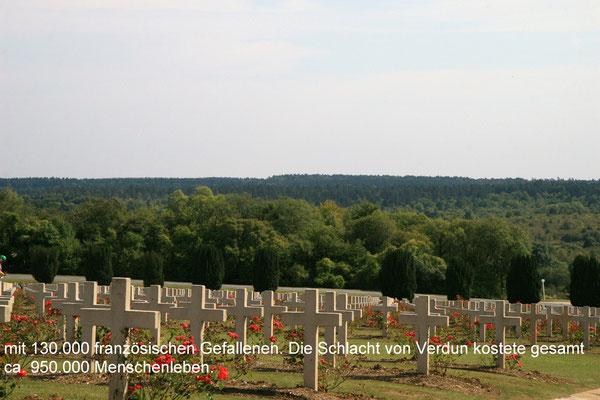 die Militärfriedhöfe wurden für jede Nation angelegt zur Aufnahme der identifizierten, aber von den Angehörigen nicht zurückverlangter Leichname.