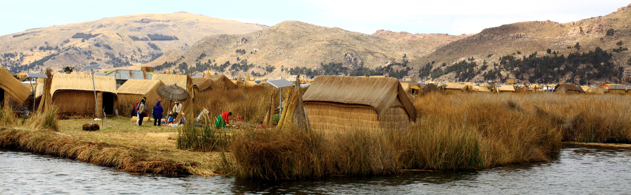 Einer Legende nach waren die Uru nicht bereit, die geforderte Pacht der Inka zu zahlen. So ersannen sie den genialen Plan,  schwimmende Inseln aus getrocknetem Schilf zu schaffen.