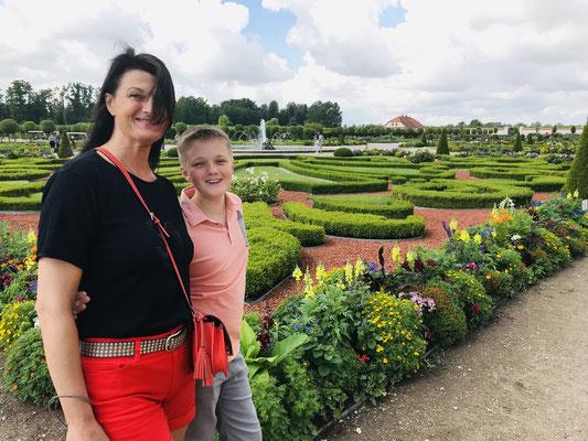 Der französische Park mit dem Rosengarten und ornamentalem Schmuck ist für die Besucher frei zugänglich.