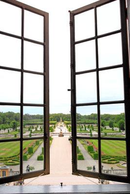 Im wundervollen Schlosspark finden sich weitere Teile des großzügigen Ensembles wie der Herkulesbrunnen und das chinesische Lustschlösschen.