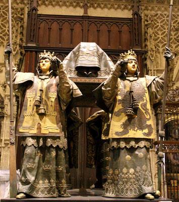Im Inneren befinden sich die sterblichen Überreste von Christoph Kolumbus.