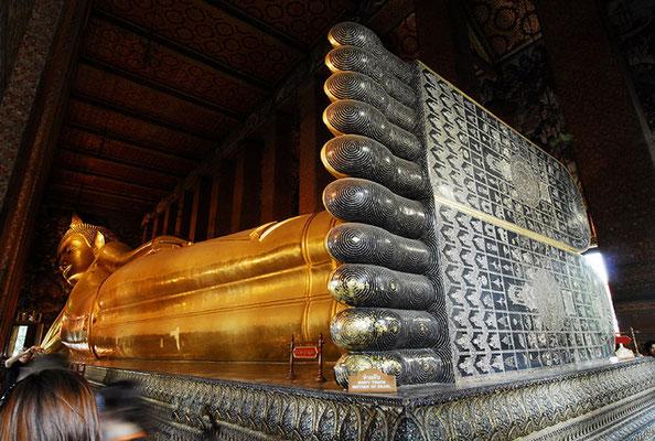 Die Hauptattraktion ist heute die berühmte 46 Meter lange und 15 Meter hohe vergoldete liegende Buddha-Statue