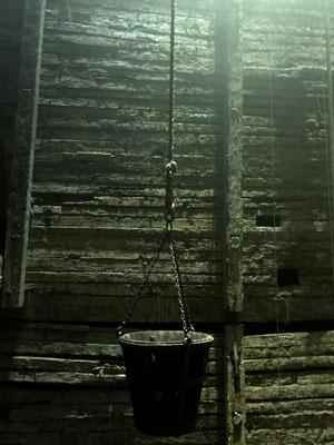 Gruselige Atmosphäre, Arbeiter starben häufig unter diesen Bedingungen bei 12 Stunden täglich an 6 Tagen pro Woche. Aber die Arbeit wurde gut entlohnt.