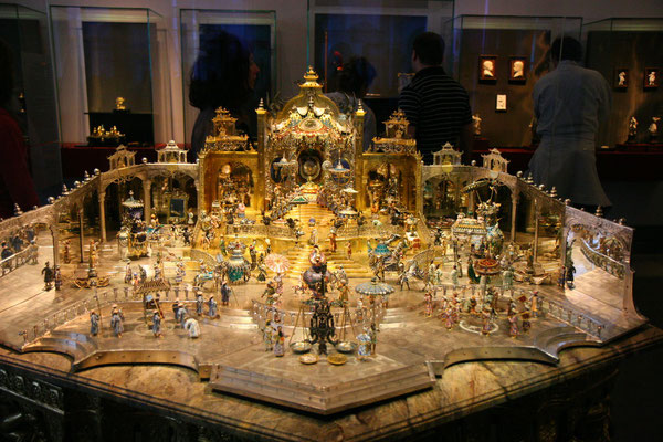 Hofstaat zu Delhi: Geburtstag des Großmoguls Aga Khan in Delhi, wohl die schönste Goldschmiedearbeit der Welt, schon zu Zeiten August des Starken so teuer wie 4 Schlösser