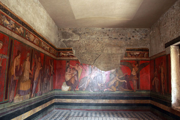 Der Name der Villa der Mysterien ist zurückzuführen auf den Mysteriensaal, der mit einem großen Freskenbild geschmückt ist.
