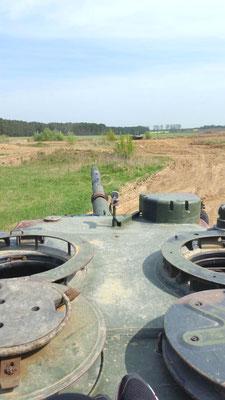"""Nach theoretischer Einweisung auf einem Leopard 1 Kampfpanzer geht es zur praktischen """"Prüfung"""""""