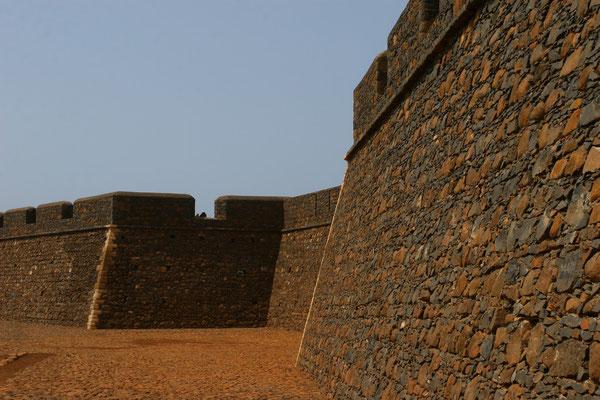 Die Festung diente als Schutz vor Piratenüberfällen, bis 1580 die Spanier die Herrschaft übernahmen