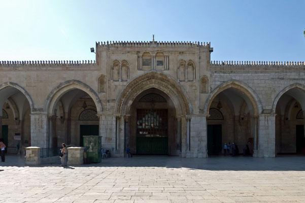 Die Al-Aqsa-Moschee mit Platz für 5000 Gläubige. Nach der Eroberung Jerusalems errichtete der 2. Kalif Umar 638 den Vorgängerbau.