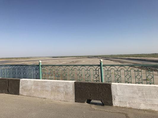 Der Beweis für die Aralsee-Katastrophe, der ausgetrocknete Amudarya.
