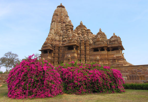 Tempel von Khajurraho-ein weiterer Höhepunkt jeder Indienreise.Diese Anlage steht in ihrer Bedeutung absolut gleichrangig neben Varanasi oder dem Taj Mahal.
