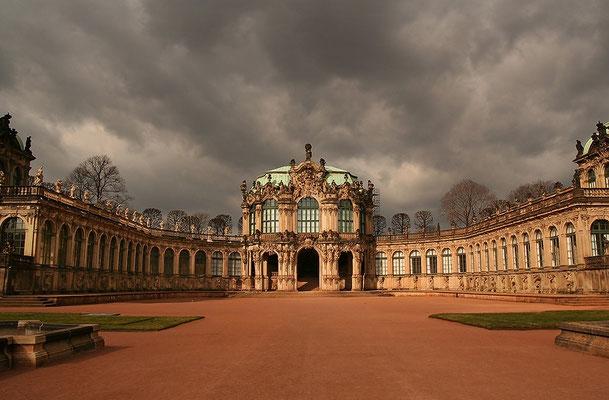 Dresdner Zwinger - die Baugeschichte dieses Barockschlosses geht zurück auf das Jahr 1709