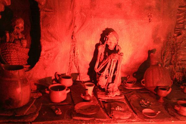 Die aufgefundenen Skelette werden für Überreste von Bediensteten und Helfern gehalten, die aufgrund der eigentlichen Bestimmung von Machu Picchu aus dem ganzen Reich dort hinkamen.