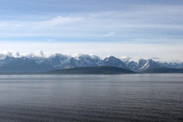 Einfahrt in den Fjord von Soroysundet