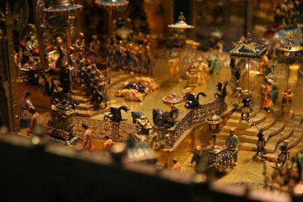 Das Neue Grüne Gewölbe zeigt in 200 Vitrinen als modernes Schatzkammer-Museum fast 1100 Kunstschätze aus drei Jahrhunderten