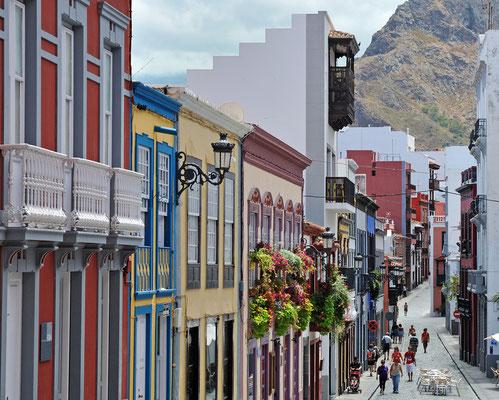 Farbenfrohe Häuser in  Santa Cruz de La Palma, gelegen auf der Ostseite