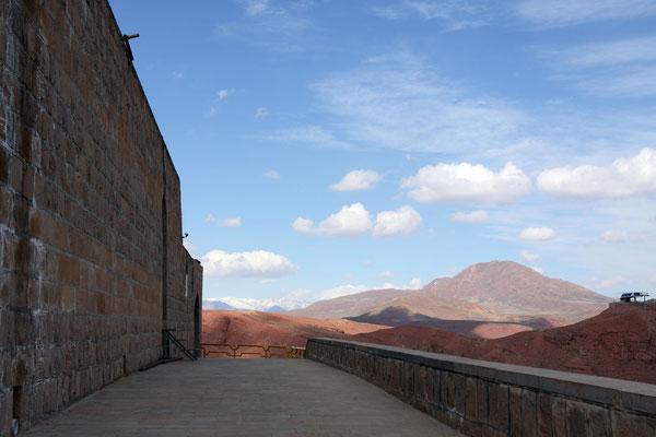 Weitblick auf die Berge Aserbaidschans