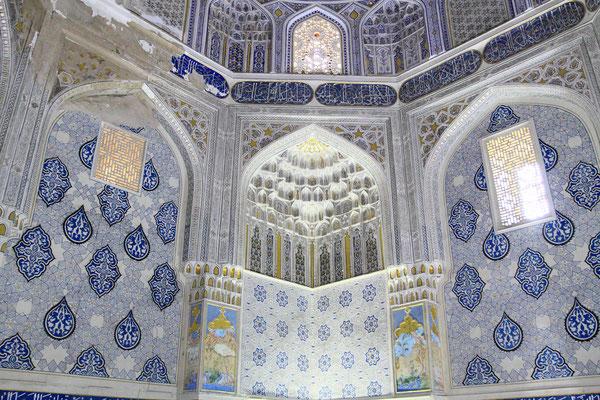 Das Shirin Beka Oka Mausoleum, für eine  der Frauen Timurs gestiftet, ist besonders reichhaltig ausgekleidet.