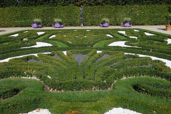 Hecken im Broderiemuster als Gartenornamentik