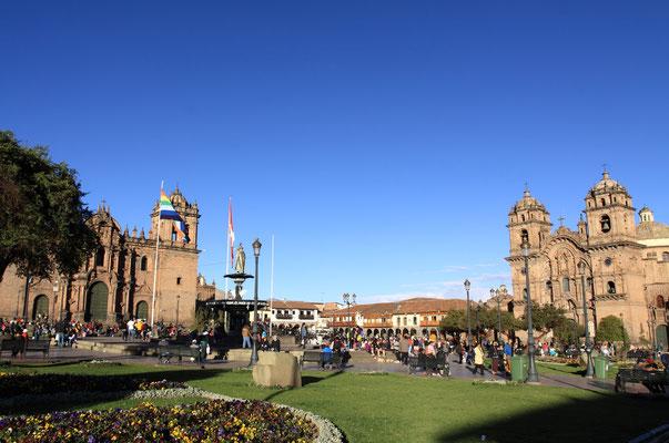 Als die Spanier 1533 in die Stadt einritten, waren sie überwältigt schon vom Anblick des Huacaypata, heute Plaza de Armas, den eine 250 m lange Kette aus echtem Gold umspann.