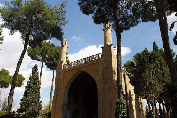 Moschee mit beweglichen Windtürmen