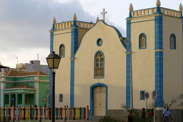 Sal Rei (2000 Ew.) - die neue Hauptstadt von Boavista, katholische Kirche an der Praca Santa Isabel