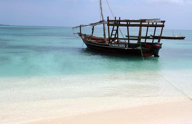 Fischer verdienen sich gern ein Paar Dollar nebenbei und fahren mit Touristen aufs Meer zum Baden und Schnorcheln.