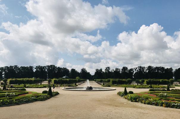 """Ein Schloss der Barockepoche ist ohne einen """"französischen Garten"""", einer """"architektonisierten"""" Einrahmung aus grünen Anpflanzungen, kaum vorstellbar."""