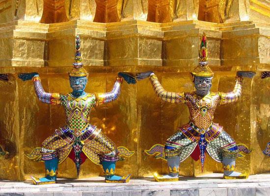 Karyatiden an der Gold-Chedi