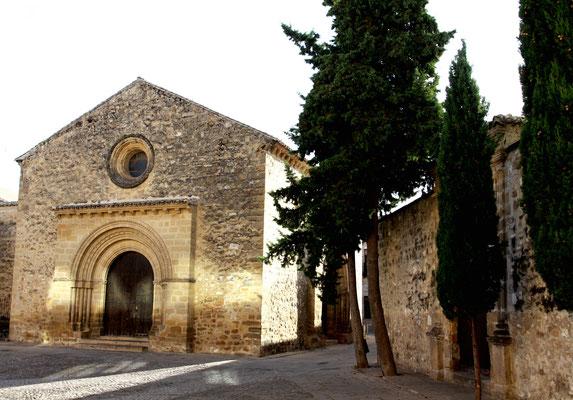 Neben der großen Kathedrale befindet sich eine kleine Kapelle mit herausragendem Madonnenbildnis. Das geschlossene Altstadtensemble im Stil der Renaissance befindet sich seit dem Jahre 2003 auf der Liste des Weltkulturerbes der UNESCO.