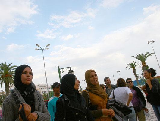 Moderne, aber traditionsbewußte Frauen in Tunesien