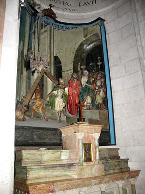Neben der Geißerlungskapelle die Verurteilungskapelle mit der Darstellung der Auferlegung des Kreuzes, üblicherweise aber nur den Querbalken, die senkrechten Balken waren an den Hinrichtungsstätten schon aufgestellt.