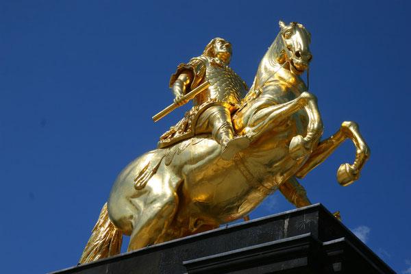 Goldener Reiter: Standbild August des Starken auf dem Neustädter Markt