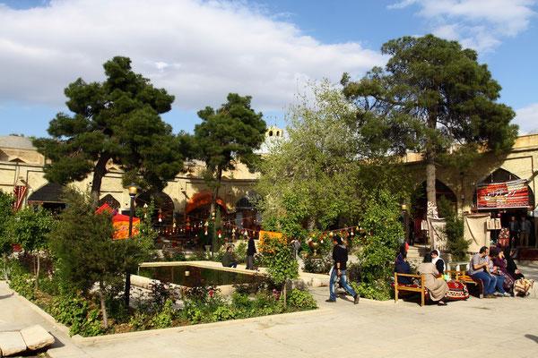 Frühere Karawanserei, heute idyllischer Innenhof mit Geschäften und Teehäusern