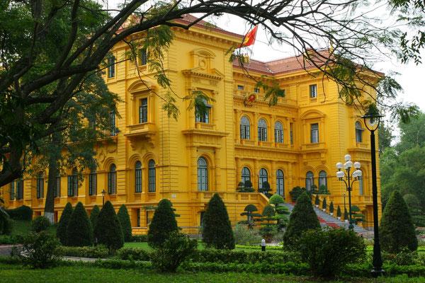 Ein monumentales Bauwerk, der Palast der Republik.