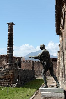 Das Apollo-Heiligtum ist eine der ältesten Kultstätten Pompejis, die vom Marinator in das Stadtzentrum führte, Gott Apoll als Schutzgott verehrt
