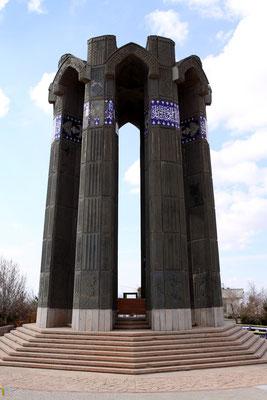 Monument zur Ehren der Kriegsgefallenen des Iran-/ Irakkrieges