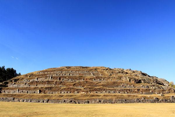 Hoch über Cuzco gelegen, befindet sich die Ruine der Inka-Festung Sacsayhuaman. Sie ist eine der bedeutendsten Sehenswürdigkeiten aus der Inkazeit.
