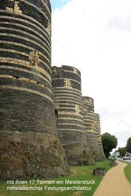 Festung von Angers: Bastion, die den Bretonen trotzen sollten, um 1230 wurde die gewaltige Zitadelle als Lager für die königlichen Armeen um den ehemaligen Grafenpalast herum errichtet .