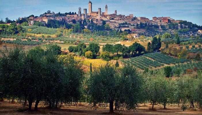 San Gimignano wird auch Mittelalterliches Manhattan oder die Stadt der Türme genannt. Der historische Stadtkern ist seit dem Jahr 1990 Weltkulturerbe der UNESCO.